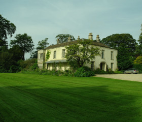 Kingscote House