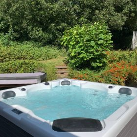 Hot-tub, Garden and grounds
